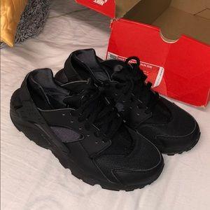 03f606aedfad5 Nike air huarache size 7